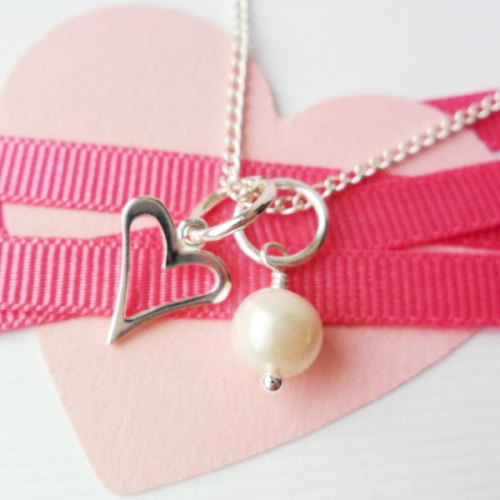Bridesmaids necklace heart and pearl